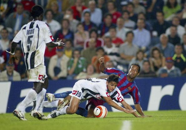 图文-[冠军杯]巴萨4-1乌迪内斯小罗第二球射门瞬间