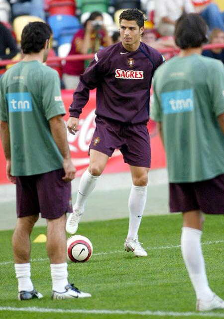 葡萄牙备战世界杯预选赛小小罗展示球技