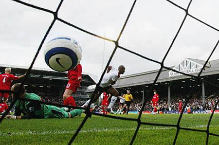 图文-[英超]富勒姆2-0利物浦约翰绝杀红军瞬间