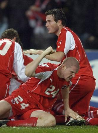 图文-[附加赛]瑞士2-0土耳其阿森纳铁卫挥拳庆入球