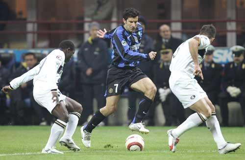 图文-菲戈打进第一粒意甲入球高速突破帕尔马防线