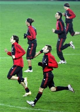 图文-AC米兰备战欧冠联赛小组赛全力冲刺奔向冠军