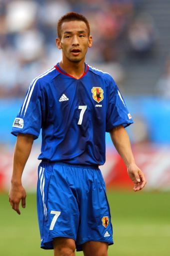 图文-日本队世界杯阵容一览前卫球员中田英寿