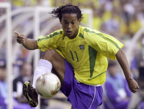图文-罗纳尔迪尼奥巴西领袖世界杯赛场脚法精湛