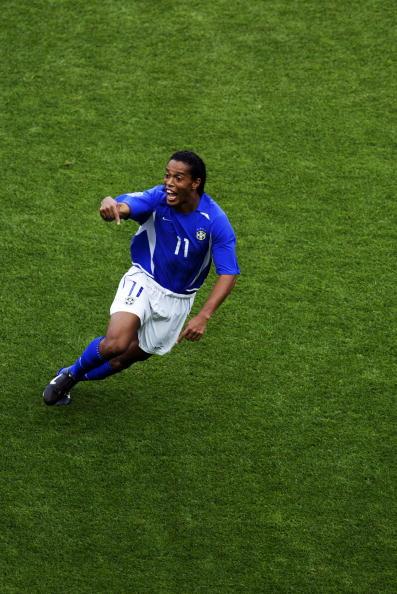 图文-罗纳尔迪尼奥经典进球世界杯上庆祝进球