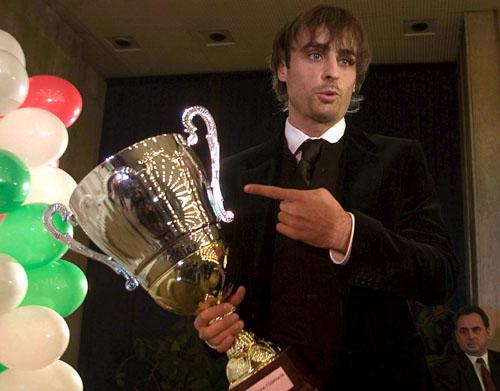 图文-保加利亚年度足球先生出炉贝尔巴托夫摆POSE
