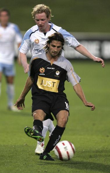 图文-澳大利亚悉尼队征战同盟杯卡尼抢不到球
