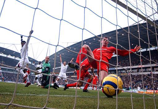 图文-[英超]博尔顿2-2利物浦红军低级失误导致失球