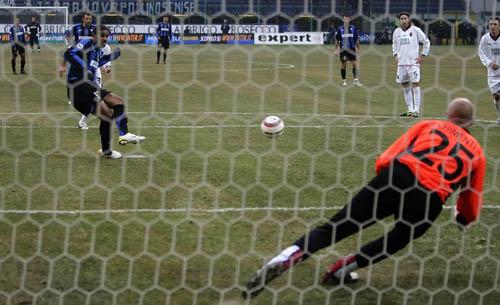 图文-[意甲]国际米兰3-2卡利亚里阿德一脚定乾坤