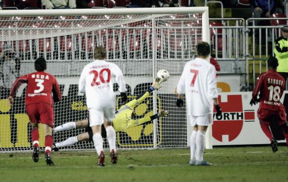 图文-[德甲]凯泽斯劳滕2-2科隆萨诺戈点杀对手一瞬