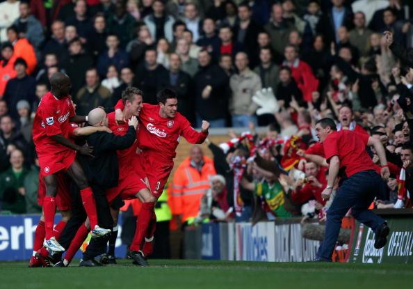 图文-[足总杯]利物浦1-0曼联红军球迷冲向克劳奇