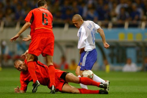 02年世界杯日本2 2比利时小野伸二遭遇拦截