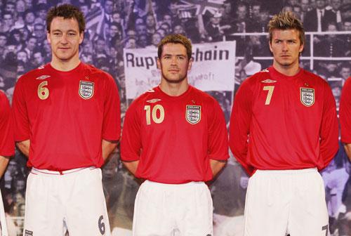 英格兰世界杯新队服亮相 英格兰三虎将蓄势待发