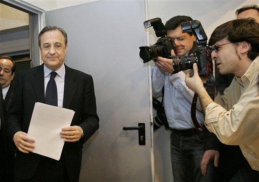 图文-皇马主席弗洛伦蒂诺辞职低调走进发布会现场