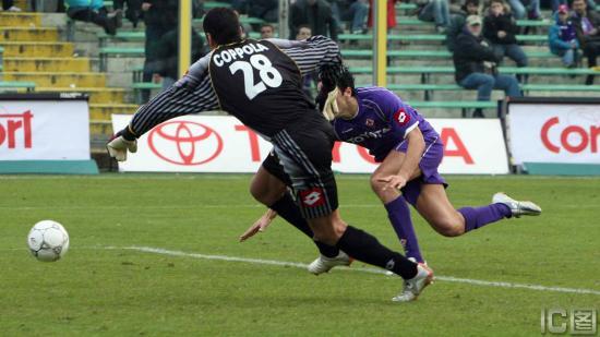 图文-[意甲]佛罗伦萨3-1阿斯科利托尼单挑对方门将