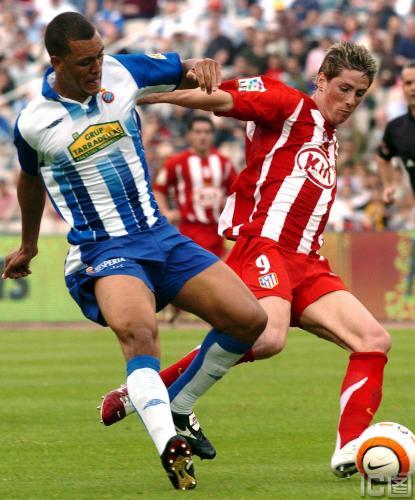 图文-[西甲]西班牙人1-1马德里竞技托雷斯强行突破