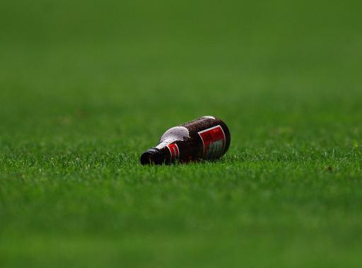 图文-[足总杯]切尔西1-2利物浦酒瓶也扔进来了!