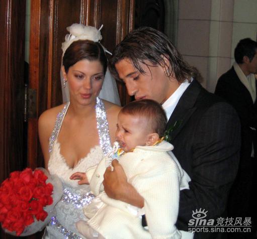 图文-克雷斯波的意大利之恋22岁妻子清纯动人