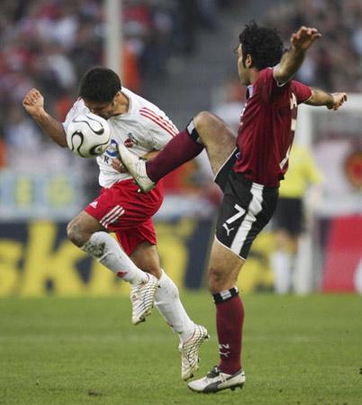 科隆0 1汉堡马达维基亚飞腿踢中命门