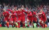 图文-足总杯利物浦演逆转捧杯红军欢庆点球获胜