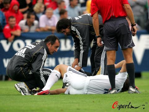 图文-皇马热身赛0-0富勒姆卡萨诺受伤倒地不起