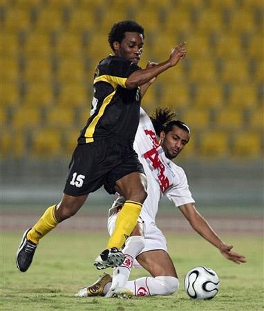 奥科查亮相卡塔尔联赛15号成了他的新战袍