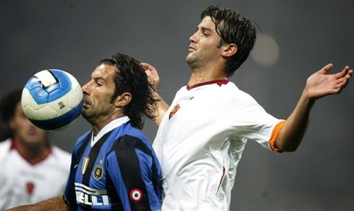图文-[超级杯]国际米兰VS罗马你想把球吃了吗?
