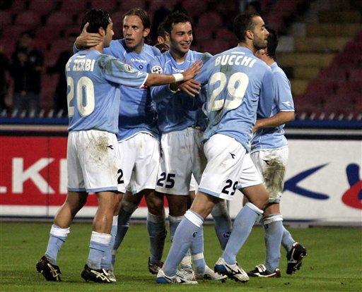图文-[意大利杯]那不勒斯1-0帕尔马集体庆祝进球
