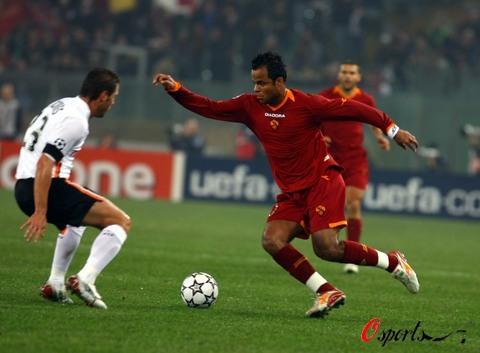 图文-[冠军杯]罗马1-0瓦伦西亚小曼奇尼手舞足蹈