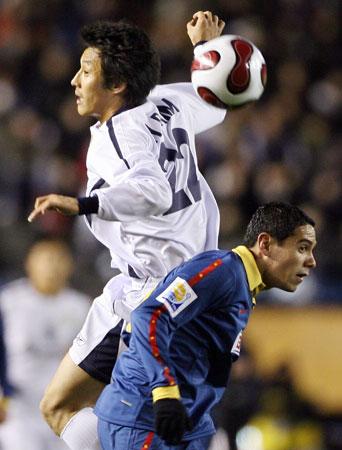 图文-世俱杯墨西哥美洲1-0全北现代金俊协力压对手