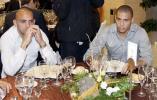 图文-皇家马德里圣诞晚餐罗纳尔多美食前面无表情