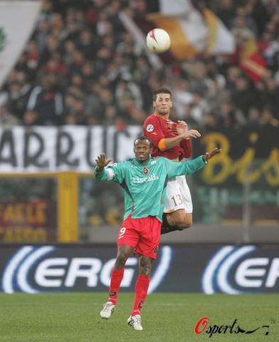 图文-[意甲]罗马2-0卡利亚里齐伍力压苏亚佐