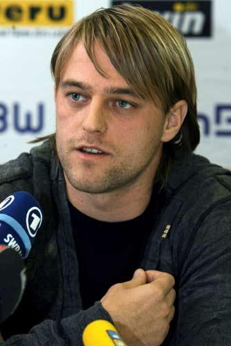 图文-希尔德布兰赛季结束赴国外发展回答记者提问