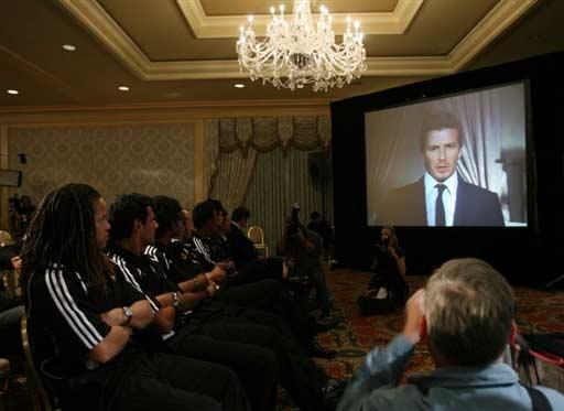 图文-贝克汉姆远程问候新队友期待超级球星加盟