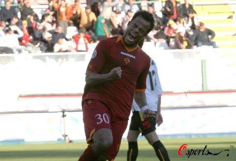 图文-[意甲]梅西纳1-1罗马曼奇尼挥拳庆祝进球