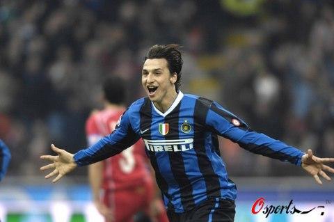 图文-[意甲]国际米兰3-1佛罗伦萨伊布庆祝进球