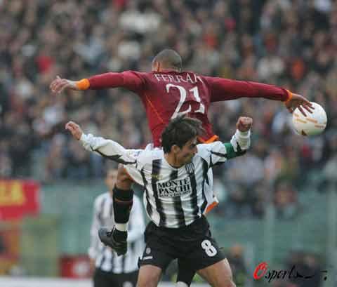 """图文-[意甲]罗马1-0锡耶纳他们的""""高超舞技"""""""