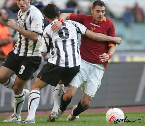 图文-[意甲]罗马1-0锡耶纳休想轻易突破防守
