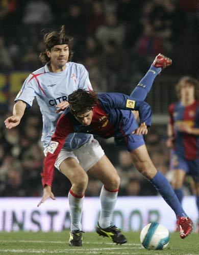 图文-[西甲]巴塞罗那vs塞尔塔埃德米尔森起飞