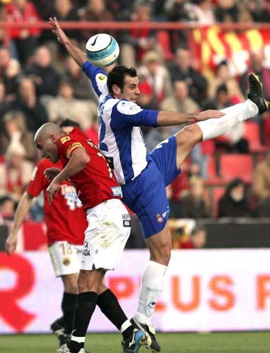 图文-[西甲]塔拉戈纳4-0西班牙人赫尔达多遭暗算