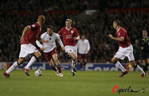图文-[冠军杯]曼联7-1罗马托蒂带球突入重围