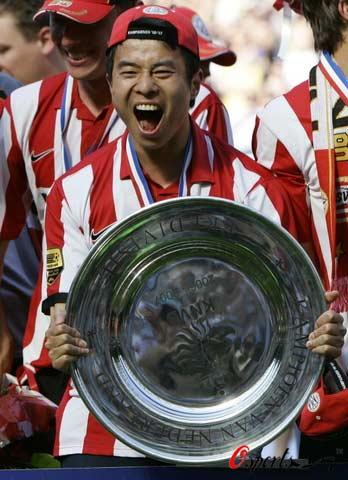 图文-孙祥获中国球员欧顶级联赛第一冠为冠军疯狂