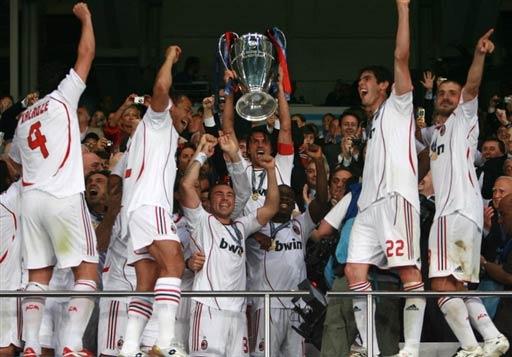 图文-AC米兰问鼎欧洲冠军杯尽情享受冠军喜悦