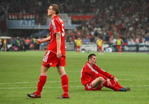 图文-红军利物浦失意冠军杯中后卫组合的悲哀表情