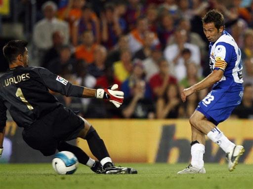 图文-[西甲]巴萨2-2西班牙人塔穆多一脚伤碎巴萨