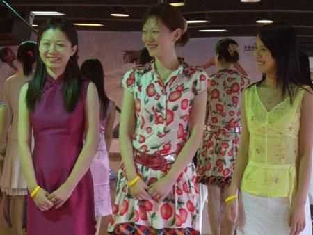 图文-智慧女主播训练营开幕陈盈等在服装搭配中