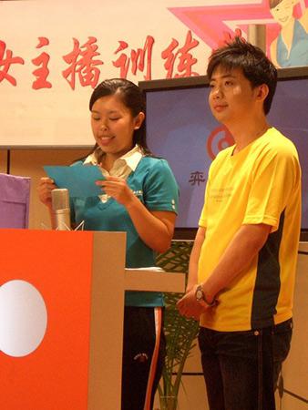 图文-智慧女主播训练营闭幕刘斯文宣读智慧梦想