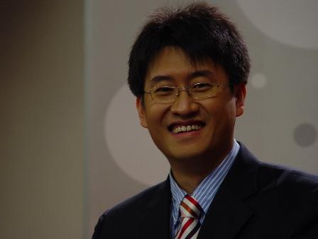 图文-《韩国联赛》节目录制花絮满脸笑容的岳亮