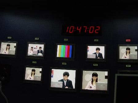 图文-《韩国联赛》节目录制花絮导播间里看韩国联赛