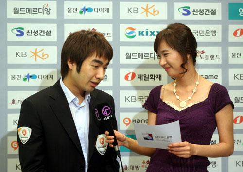 图文-07韩国围棋联赛第二轮宋泰坤赛后接受采访